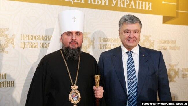 Глава УПЦ митрополит Епифаний и шестой президент Украины Петр Порошенко