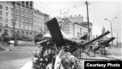 """Улицы Москвы в 1991 году. Фото из архивов общества """"Мемориал"""""""