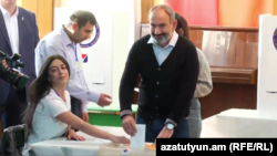 Armenian Prime Minister Nikol Pashinian casts his vote in the elections for city council in Yerevan on September 23.