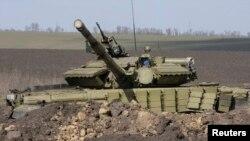 Российский танк в приграничном с Украиной районе