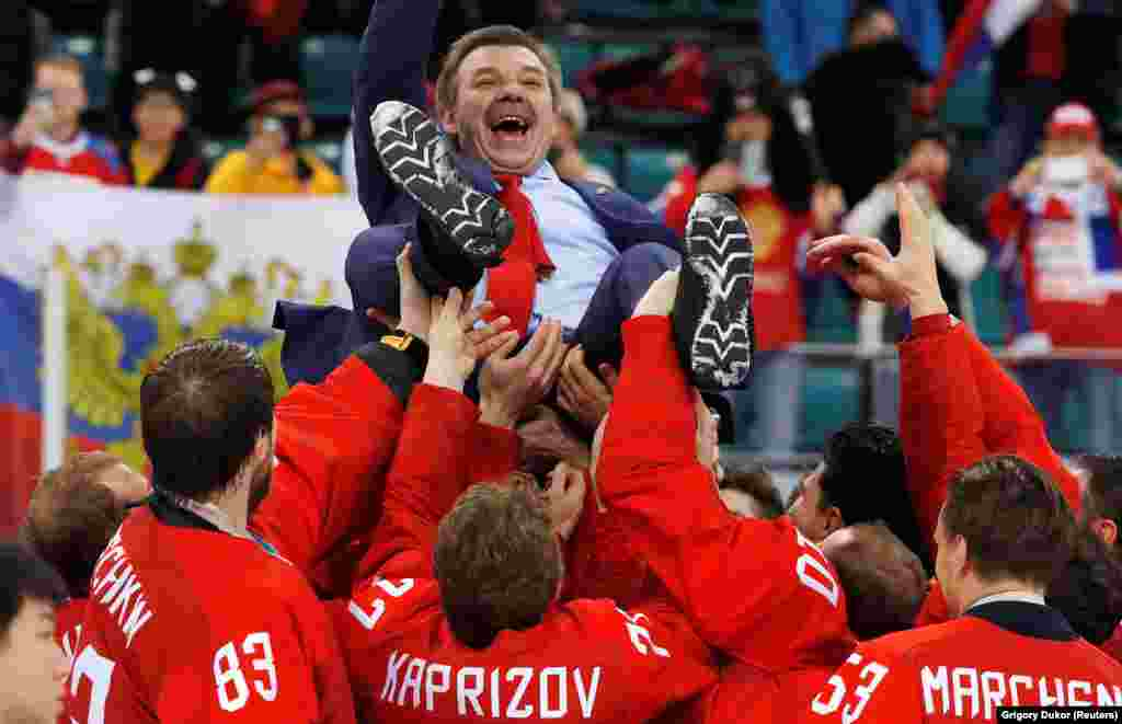 Ice Hockey Men: Final Match - Russia - Germany - Gangneung Hockey Centre, Gangneung, South Korea - February 25, 2018 - Russia's head coach Oleg Znarok is carried by the team after they won. (REUTERS/Grigory Dukor)