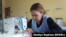 Швея Разия Муратбекова.