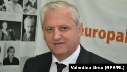 Valericu Cosarciuc în studioul Europei Libere