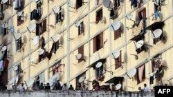 Диар Эшамс маңында тұрған наразы топ. Алжир. 20 қазан 2009 жыл. (Көрнекі сурет)