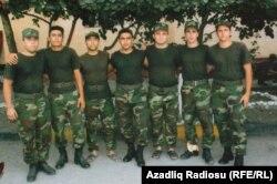 Əsgər Elman Yaqub oğlu İmanov dostları ilə birlikdə (sağdan birinci)