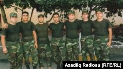Солдат Эльман Иманов с друзьями. Первый справа