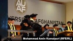 Ауғанстандағы Америка университетінің оқу бітірген студенттерге диплом тапсыру сәті. Кабул, 26 мамыр 2011 жыл. (Көрнекі сурет)