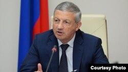 Может, Битаров не знает, как обходится с журналистами его пресс-секретарь?