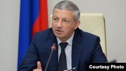 Несмотря на то, что Битаров вышел из бизнеса, он пока не смог вытянуть республику