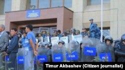 Каракол митинги, Тимур Акбашевдин фотосу, 7-октябрь, 2013-жыл