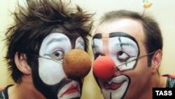 Обычно клоуны стараются не соревноваться друг с другом на одной арене - но в Екатеринбурге все иначе