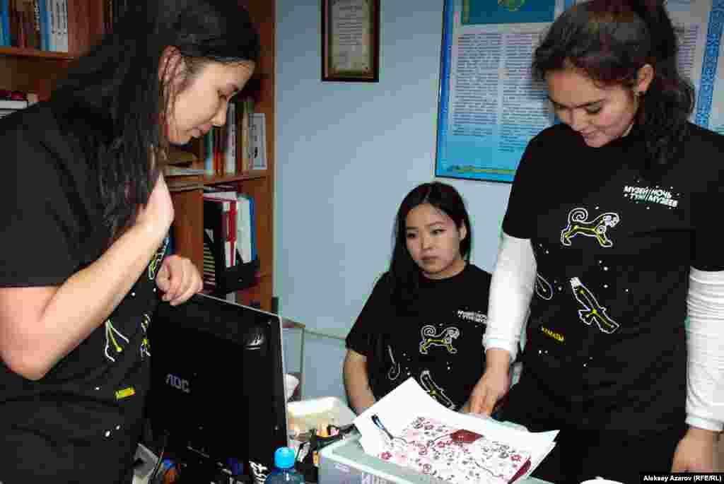 «Музейдегі түн» акциясын өткізуге волонтерлер – Алматыдағы жоғары оқу орындары мен колледждердің студенттері атсалысты.
