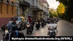 Фоторепортаж: байкери їдуть Україною заради єдності – зробили зупинку в Одесі