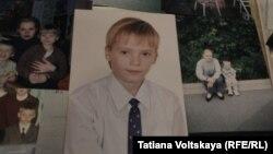 Украинаның шығысындағы ұрысқа аттанып, Донбасста қаза тапқан ресейлік Женя Пушкаревтің суреттері.