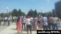 Узбекистанцы празднуют День независимости.