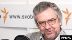 Государство для россиянина - это самая высокая ценность, отмечает социолог Бори Дубин