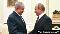 Russian President Vladimir Putin (right) and Israeli Prime Minister Benjamin Netanyahu at the Kremlin in Moscow on July 11.