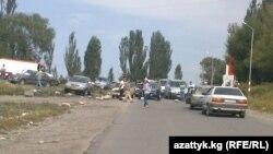 Образовавшееся из-за митинга пробка. Село Саруу, 29 августа 2013 года