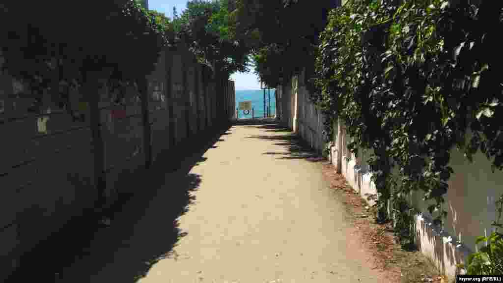 Вуличка, яка веде до моря