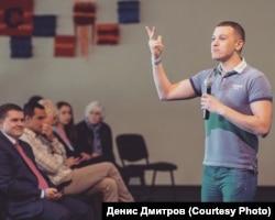 Виступ Дениса Дмитрова перед випускниками Української Євангельської теологічної семінарії