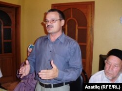 ТИҮ утырышында Рәфис Кашапов (с) һәм Айдар Хәлим, 30 август 2010 ел (архив фотосы)