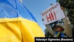 """Акция протеста против """"Формулы Штайнмаера"""" в Киеве, 2 октября 2019 года"""
