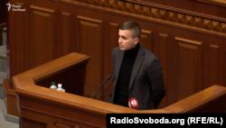 UKRAINE – Mykhaylo Tkach, with RFE/RL's Ukrainian investigative unit Skhemy (Schemes), speaking at the Verkhovna Rada of Ukraine.
