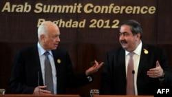 وزير الخارجية العراقي هوشيار زيباري وأمين عام جامعة الدول العربية نبيل العربي في مؤتمر صحفي ببغداد