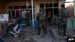 """""""Талибан"""" содырлары шабуылынан соң Кандагар аэродромы аумағында тұрған Ауғанстан армиясы сарбаздары. 9 желтоқсан 2015 жыл."""