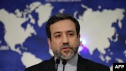 نخستین نشست خبری عباس عراقچی، سخنگوی تازه وزارت خارجه ایران. تهران، ۱۴ مه ۲۰۱۳.