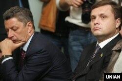 Народні депутати від Партії регіонів Юрій Бойко (праворуч) і Сергій Льовочкін під час засідання ЦВК. Київ, 28 жовтня 2009 року