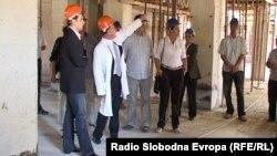 Министерот за здравство, Никола Тодоров во посета на болницата во изградба во Охрид.