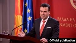 Обраќање на премиерот Зоран Заев на денешната прес-конференција на која го презентираше текстот на нацрт амандманите на Уставот на Република Македонија