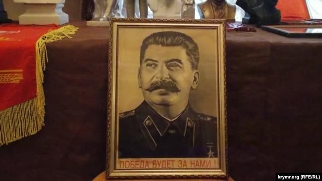Выставка портретов и бюстов Ленина и Сталина. Севастополь, 2017
