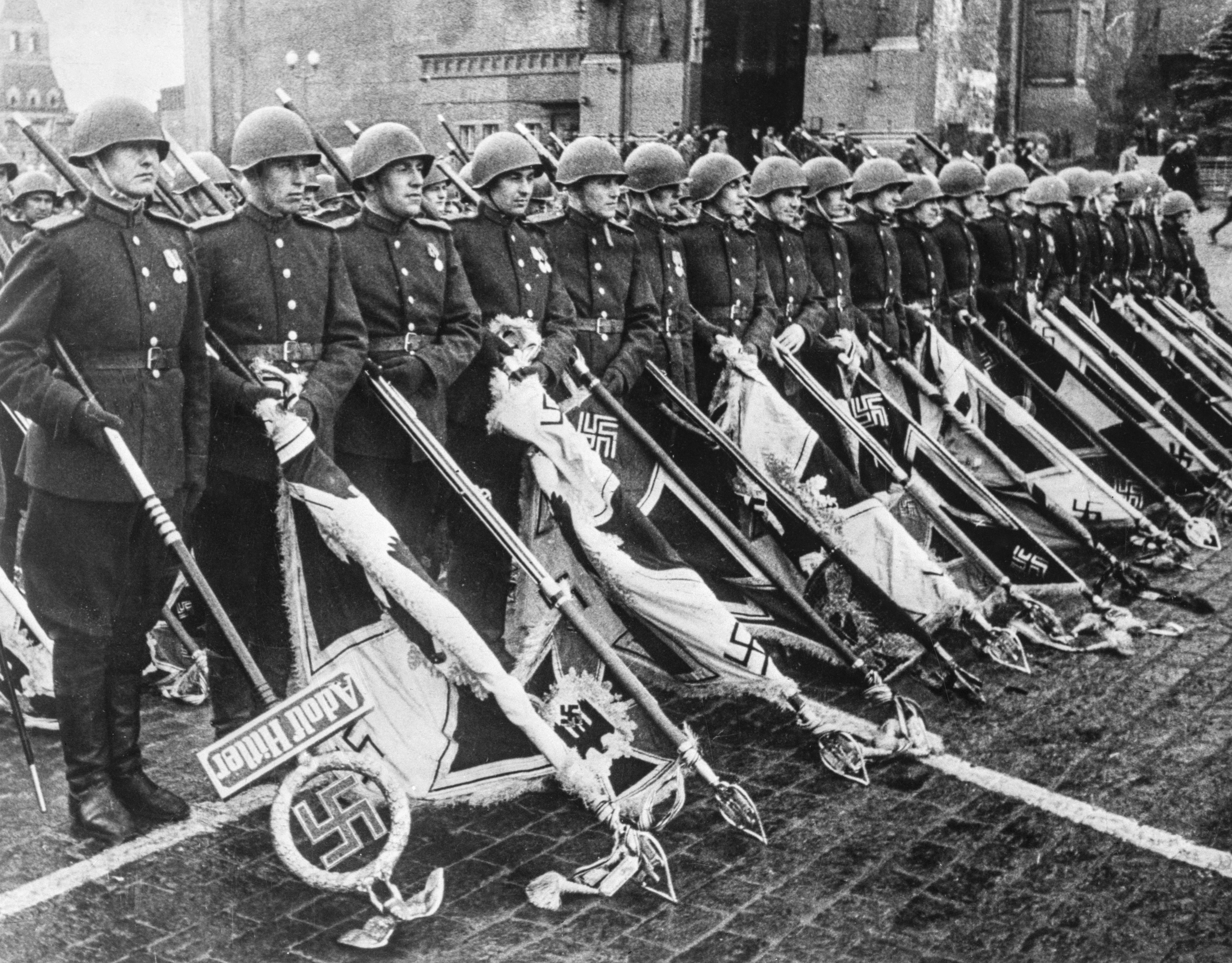 Калі ў Савецкім Саюзе правялі першы вайсковы парад перамогі на Краснай плошчы ў Маскве 9 траўня?