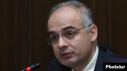 Armenia - Levon Zurabian, the deputy chairman of the opposition Armenian National Congress, speaks at a news conference, Yerevan, 5Feb2016.