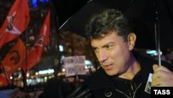 ბორის ნემცოვი 2012 წლის ოქტომბერში, მოსკოვში გამართული საპროტესტო დემონსტრაციის დროს.