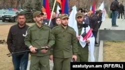 Группа мужчин, называющая себя «Стражами революции»