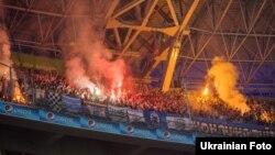Фанати запалили фаєри під час матчу «Шахтар» – «Динамо», Донецьк, 4 серпня 2013 року