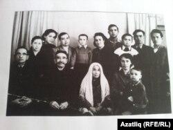 Нурулла Кармышаков хатыны Камилә Мортазина һәм бала-оныклары белән