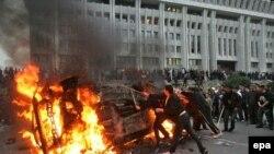 """""""Жоогазын ыңкылабы"""" маалында. Бишкек. 2005-жылдын 24-марты."""