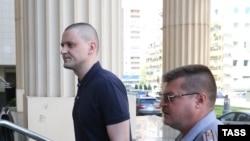 Сергей Удальцов перед заседанием суда