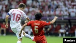 Poland - Poland's Jakub Blaszczykowski (L) scores a goal during the Group A Euro 2012 soccer match against Russia in Warsaw, 12Jun2012