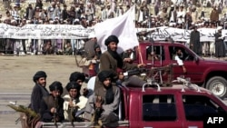 Толибон дар паради истиқлолияти Афғонистон. 19 августи соли 2001