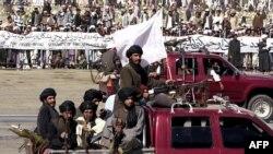 Талибандын согушкерлери Кабулдагы парадда. 19-август, 2001-жыл.