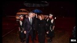 Скопје: Министерката за одбрана Шекеринска и генералниот секретар на НАТО Столтенберг.