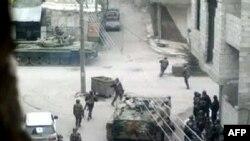 Sirijski vojnici na tenkovina, 18. april 2012. godine