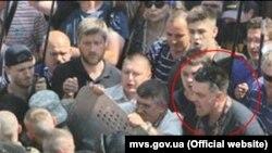 Олег Тягнибок під час сутичок біля Ради, 31 серпня 2015 року