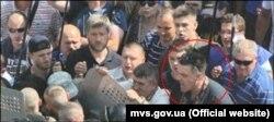 Голова партії ВО «Свобода» Олег Тягнибок під час сутичок біля Верховної Ради у Києві. 31 серпня 2015 року