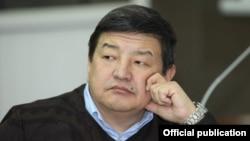 Депутат парламента Акылбек Жапаров.